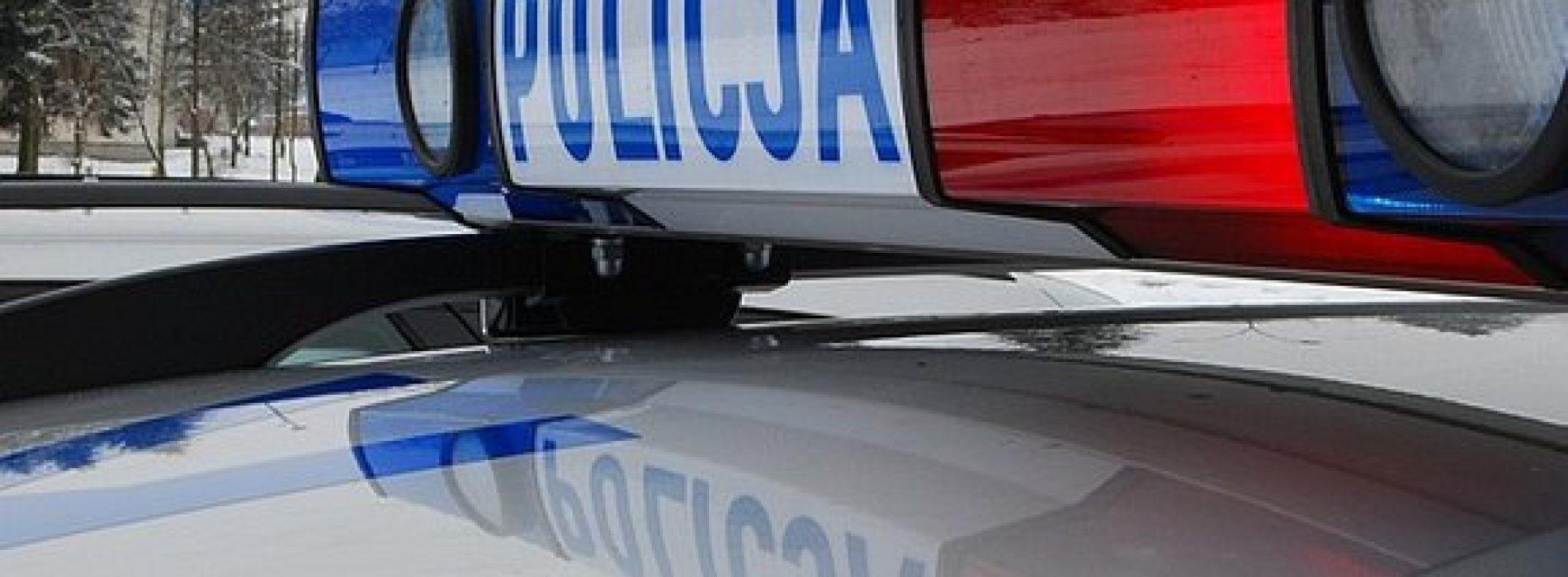POLICJANCI URATOWALI MĘŻCZYZNĘ, KTÓRY STRACIŁ PRZYTOMNOŚĆ NA ULICY