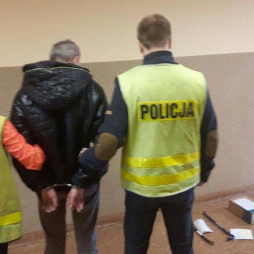 SERYJNY WŁAMYWACZ W RĘKACH POLICJANTÓW