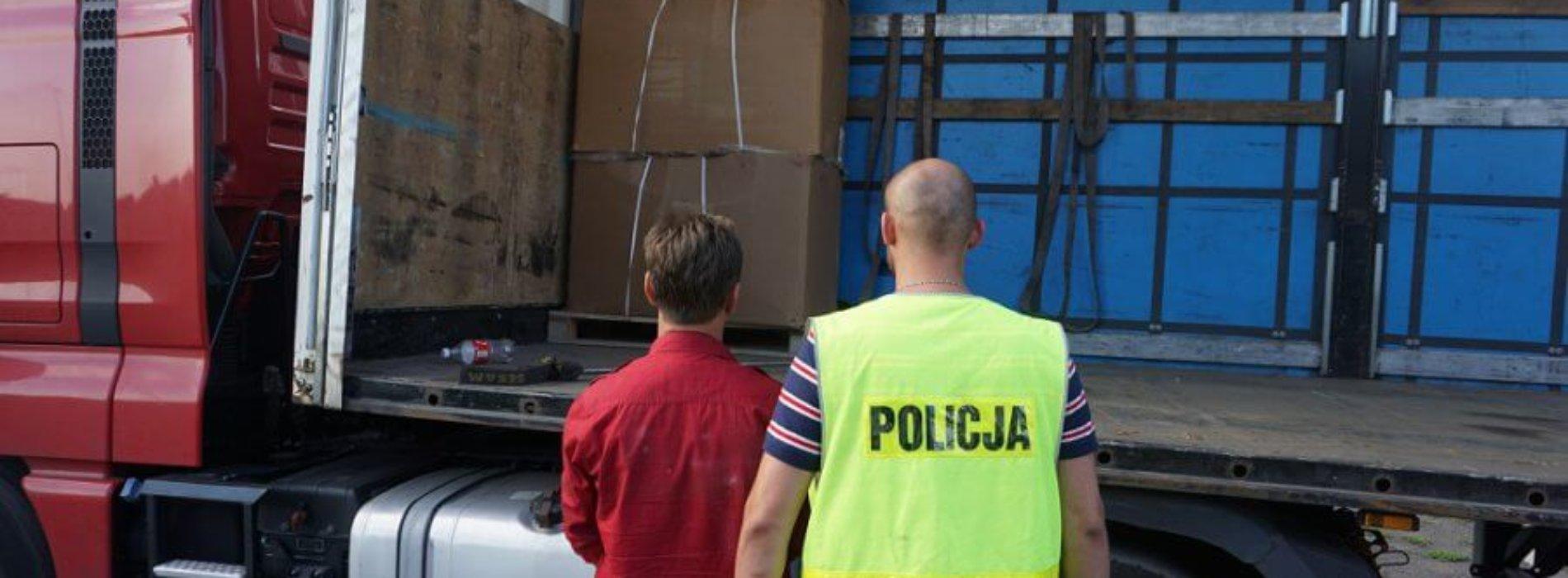 POLICJANCI PRZECHWYCILI OGROMNY TRANSPORT TYTONIU