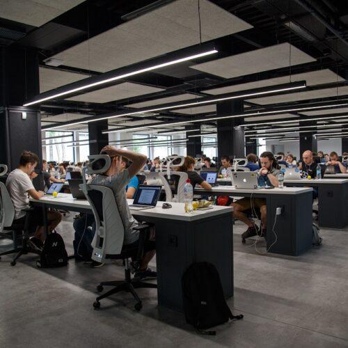 Budka akustyczna do biura – dlaczego warto w nie zainwestować